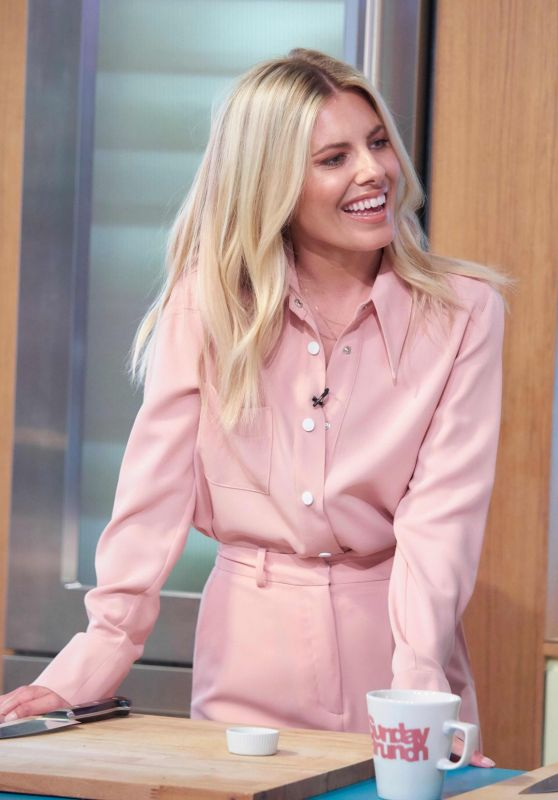 Mollie King - Sunday Brunch Show in London 06/10/2018
