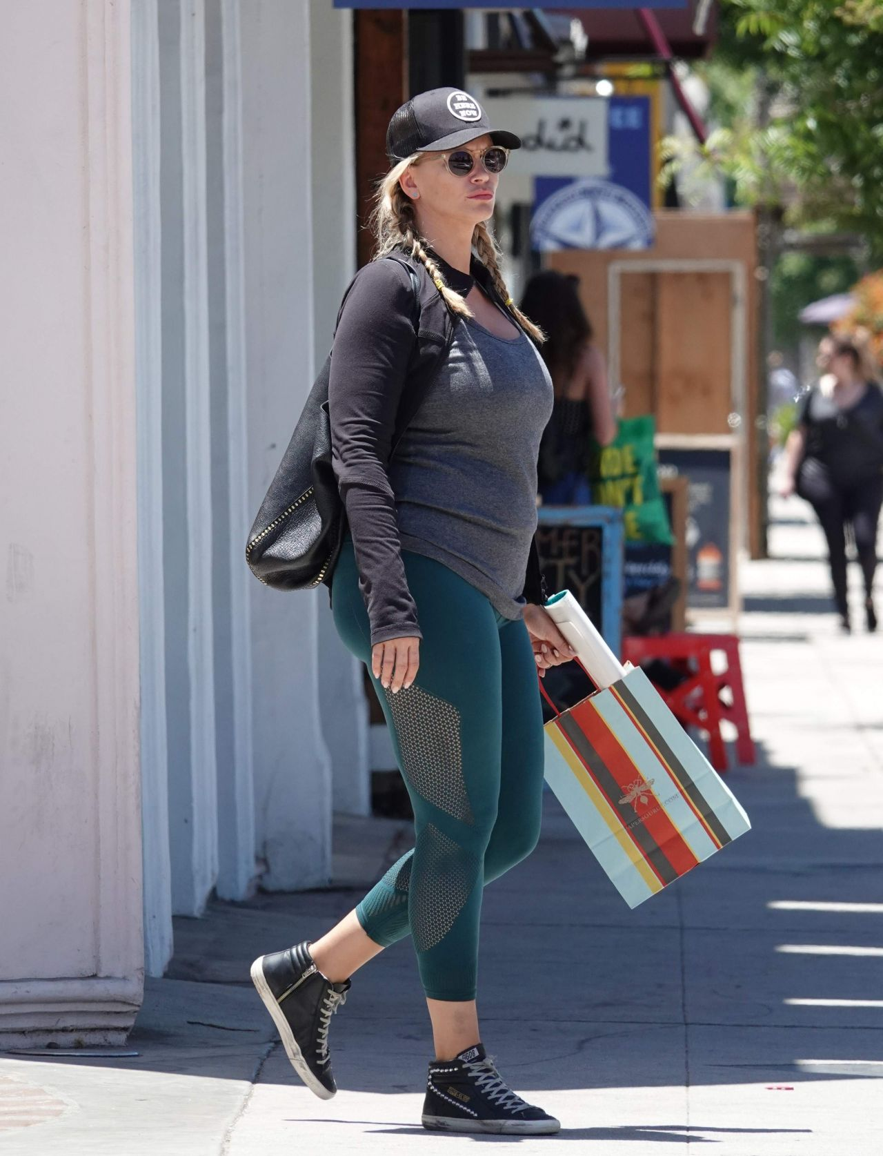Natasha Henstridge In Tights Shopping In Los Angeles 06