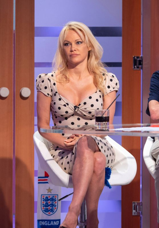 "Pamela Anderson - ""Good Evening Britain"" TV Show in London 06/28/2018"
