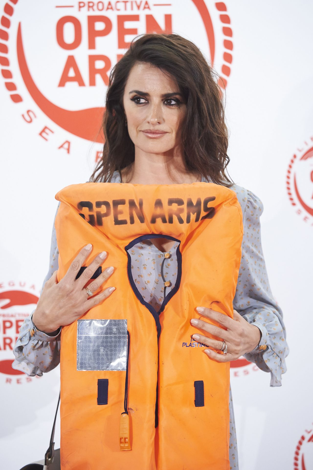 http://celebmafia.com/wp-content/uploads/2018/06/penelope-cruz-proactiva-open-arms-charity-dinner-in-madrid-05-31-2018-10.jpg