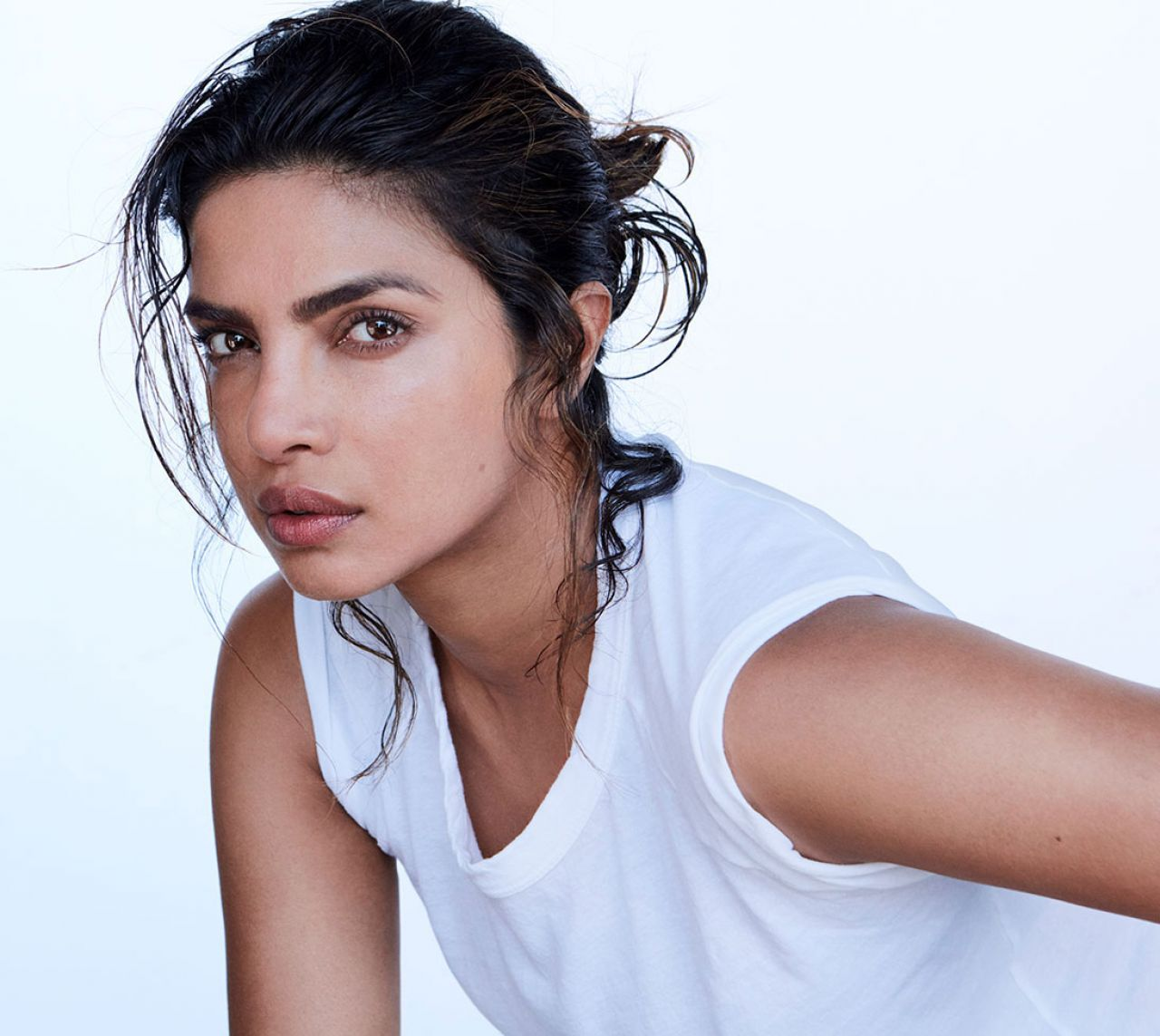 https://celebmafia.com/wp-content/uploads/2018/06/priyanka-chopra-allure-summer-2018-5.jpg