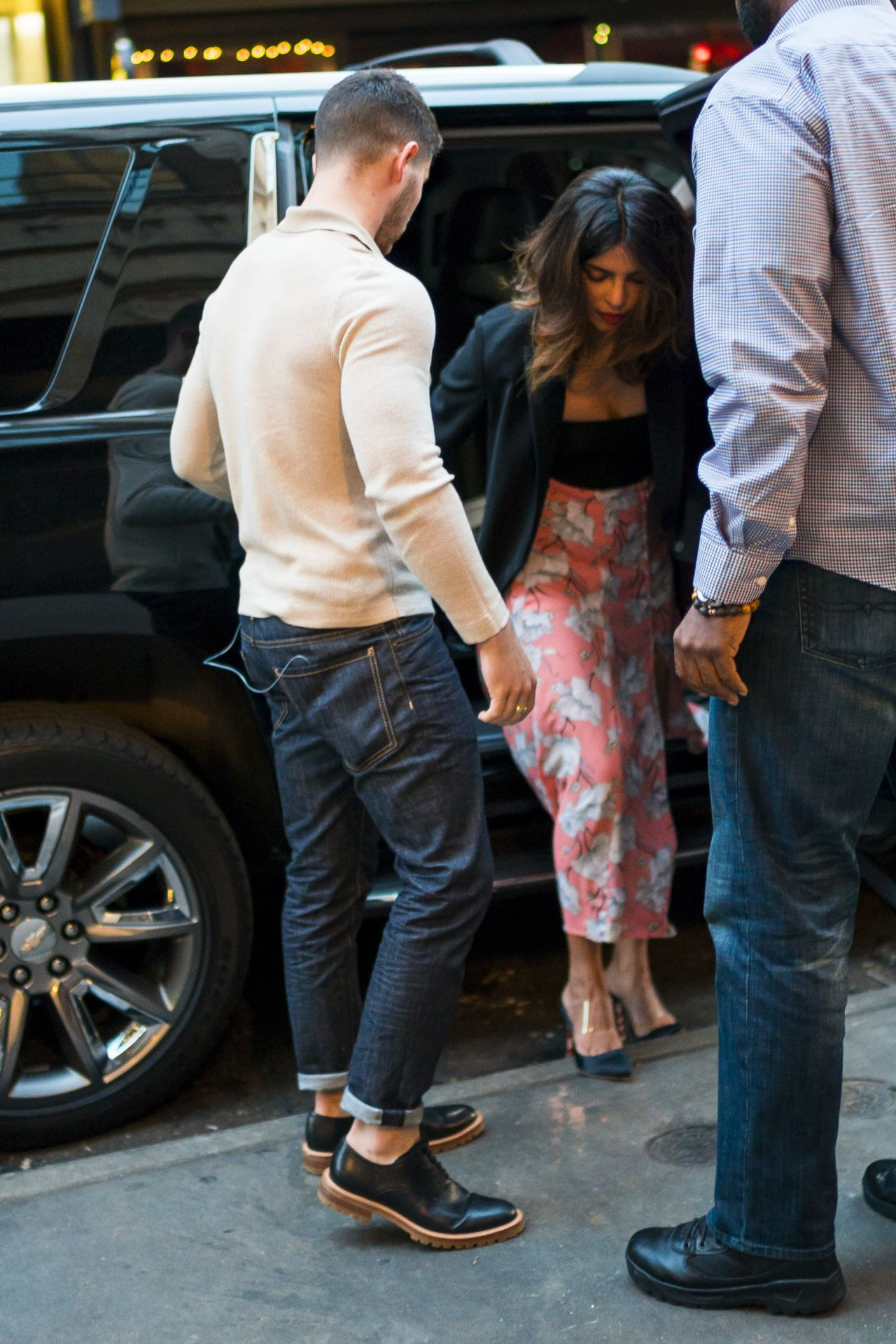http://celebmafia.com/wp-content/uploads/2018/06/priyanka-chopra-and-nick-jonas-on-a-date-in-nyc-06-11-2018-4.jpg