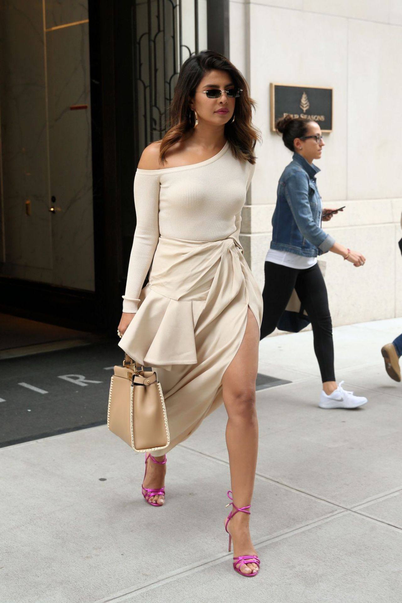 http://celebmafia.com/wp-content/uploads/2018/06/priyanka-chopra-out-in-new-york-06-13-2018-7.jpg
