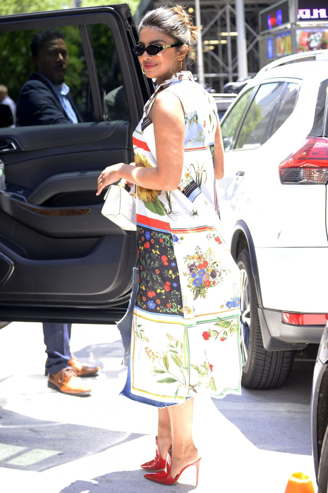 http://celebmafia.com/wp-content/uploads/2018/06/priyanka-chopra-style-heading-out-to-forbes-women-s-summit-in-nyc-06-19-2018-7.jpg