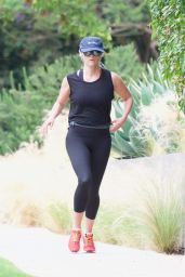Reese Witherspoon Morning Workout - Brentwood 06/16/2018