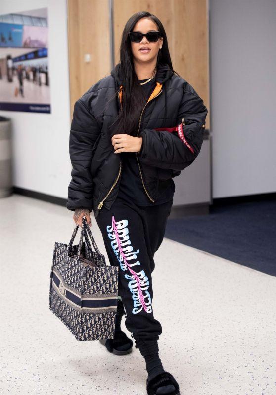 Rihanna - JFK Airport in New York 06/07/2018