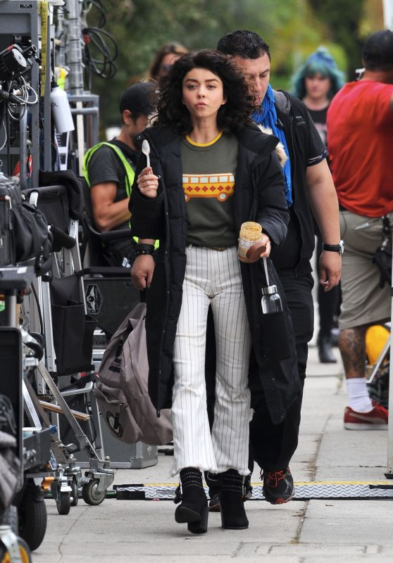 """Sarah Hyland - Filming Scenes for """"The Wedding Year"""" in Los Angeles 05/30/2018"""