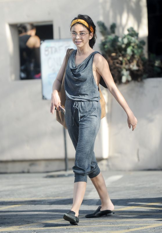 Sarah Hyland Street Style - Out in in Studio City 06/14/2018