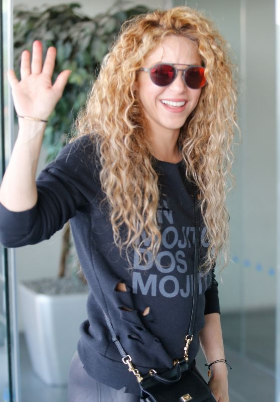 Shakira - Catching a Flight Out of Barcelona 06/01/2018