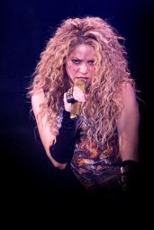 "Shakira - Performing on Her ""El Doardo World Tour"" in London"