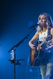 Sheryl Crow - Performing at Royal Concert Hall in Nottingham 06/22/2018