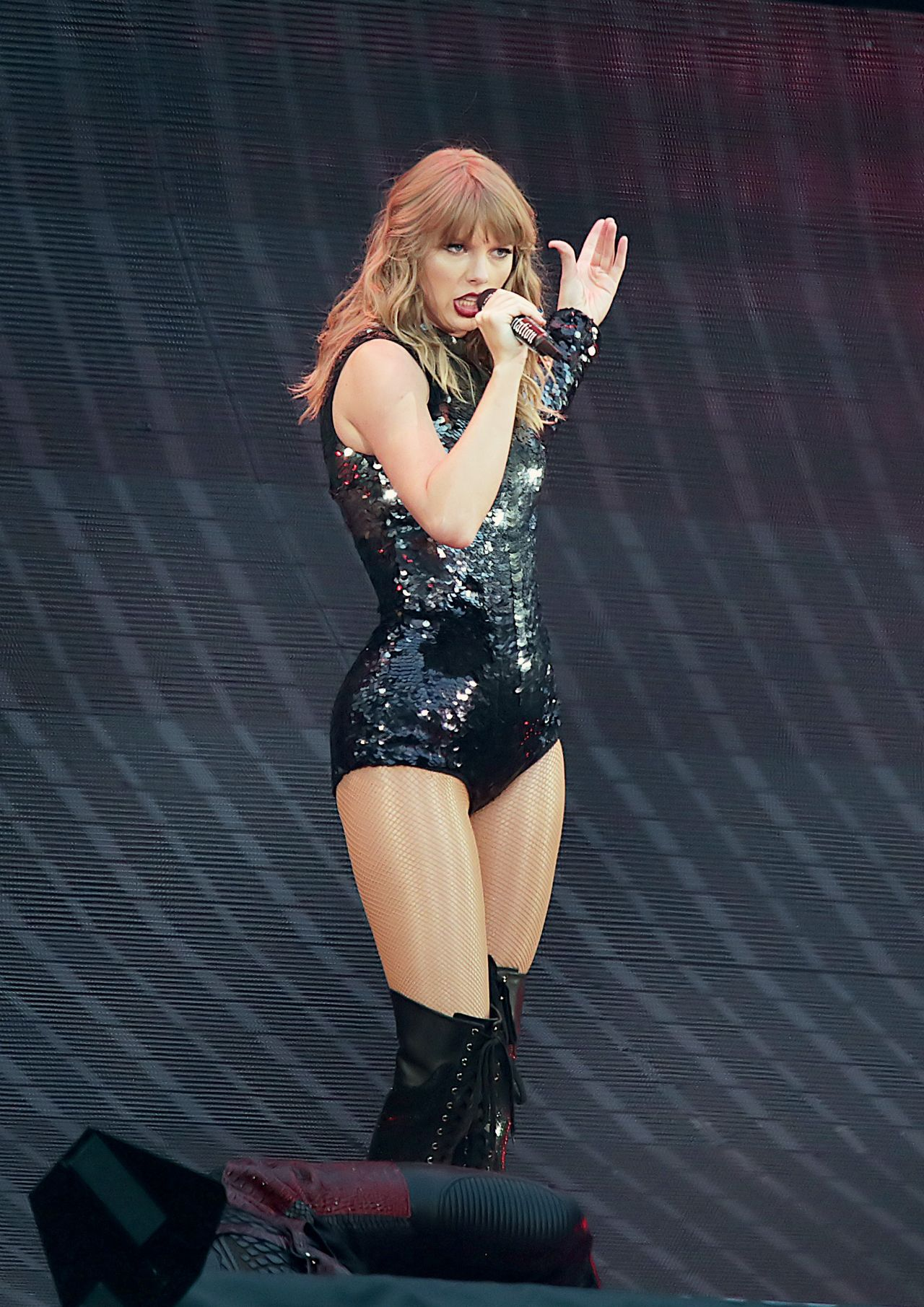"Taylor Swift - Performming on Her ""Reputation World Tour ... - photo#46"