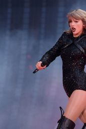 Taylor Swift - Performs Live at Wembley Stadium in London 06/22/2018