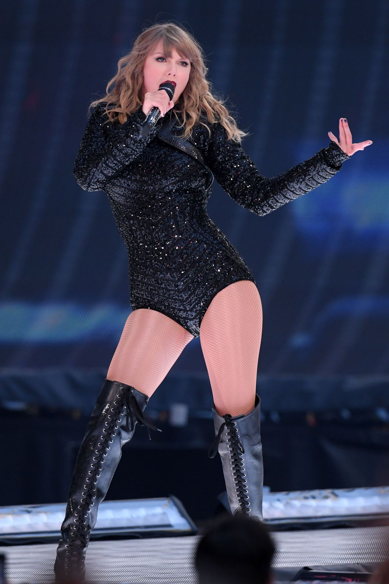 Taylor Swift - Performs Live at Wembley Stadium in London ...