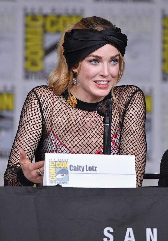 "Caity Lotz - ""Legends of Tomorrow"" Panel at SDCC 2018"