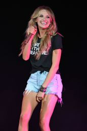 Carly Pearce Performs Live in West Palm Beach 07/21/2018