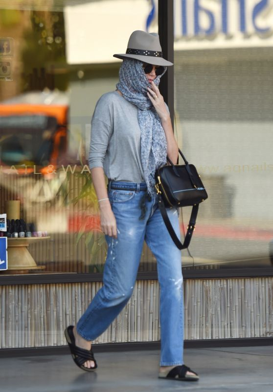 Charlize Theron - Incognito Leaves the AQ Nail Spa in Studio City 07/27/2018