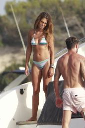 Coral Simanovich - Enjoys a Beach and Yacht in Fomentera 07/03/2018