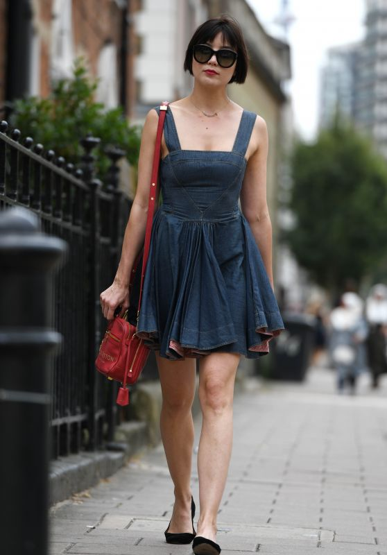 Daisy Lowe Strolling Through Central London 07/26/2018