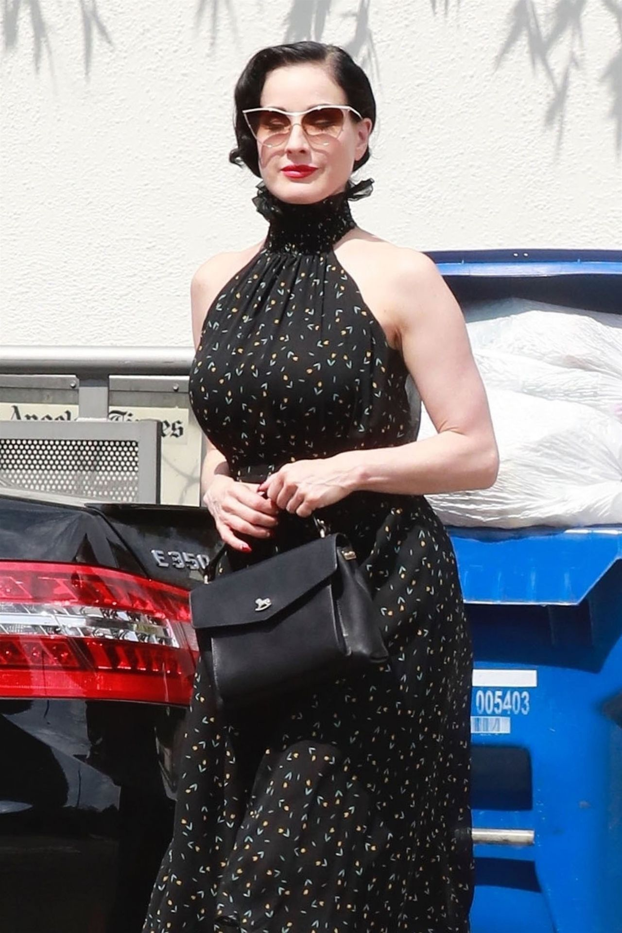 How to like look dita von teese recommend to wear in summer in 2019