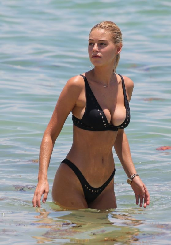Elizabeth Turner in Black Bikini - Beach in Miami 07/15/2018