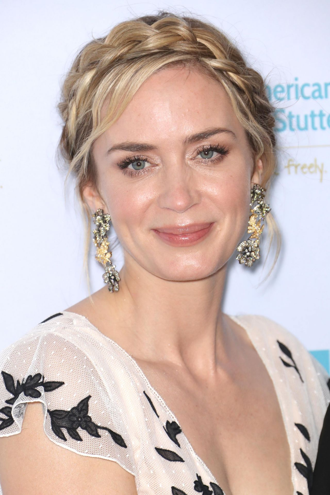 Emily Blunt Goes Pretty in Pink for American Institute of Stuttering Gala: Photo 4320828 | Emily