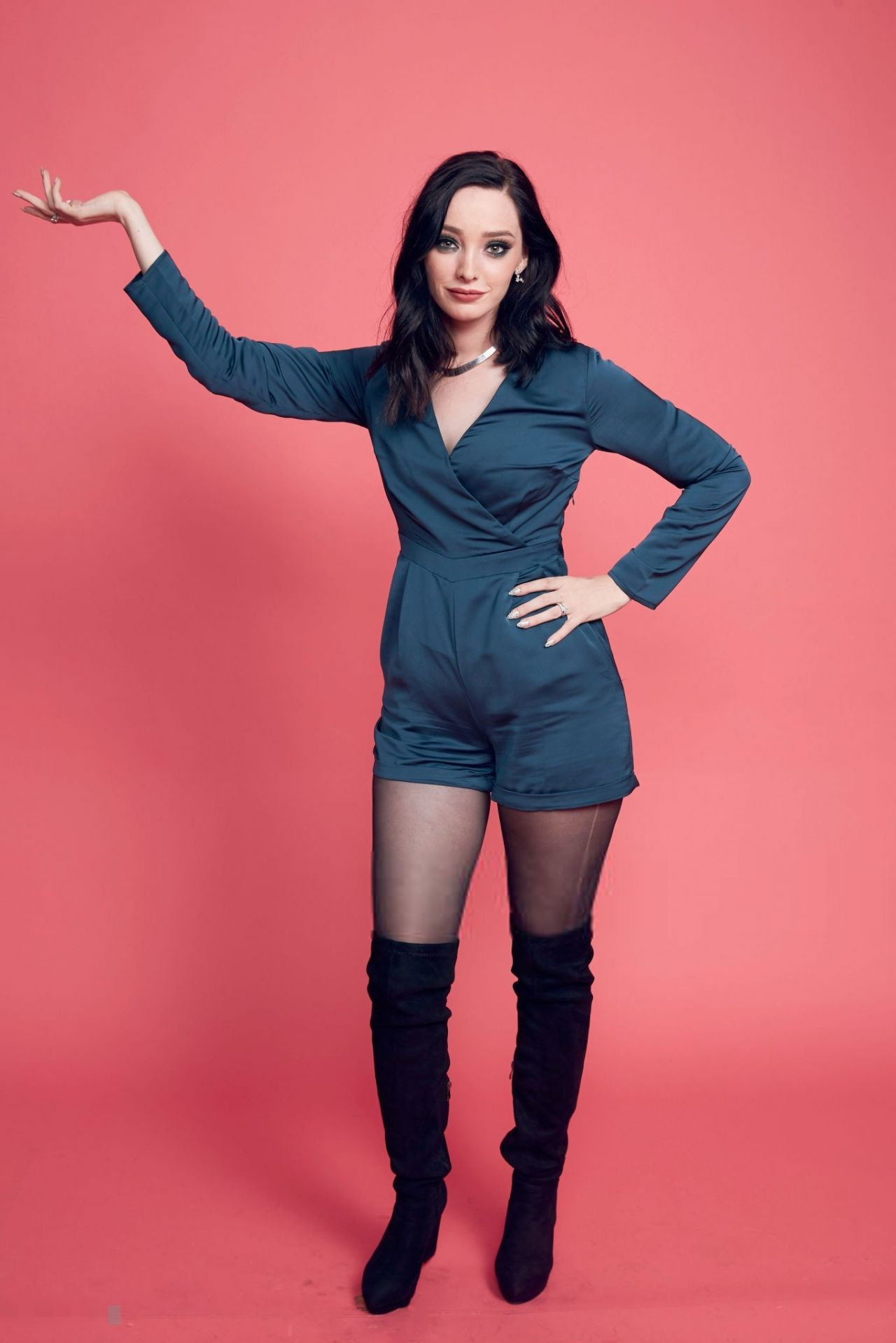 San Diego Mercedes >> Emma Dumont – Photoshoot Powered by Pizza Hut at 2018 San ...