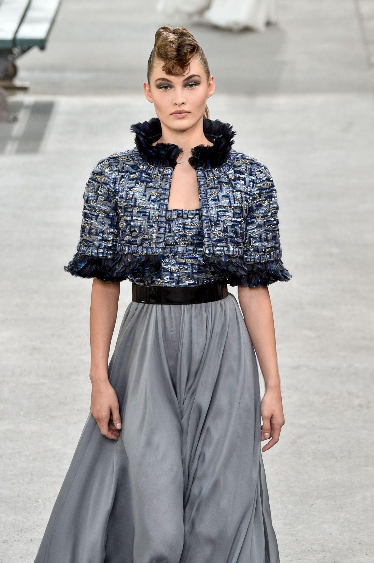 Grace Elizabeth Walking Chanel Haute Couture FW 2018/2019