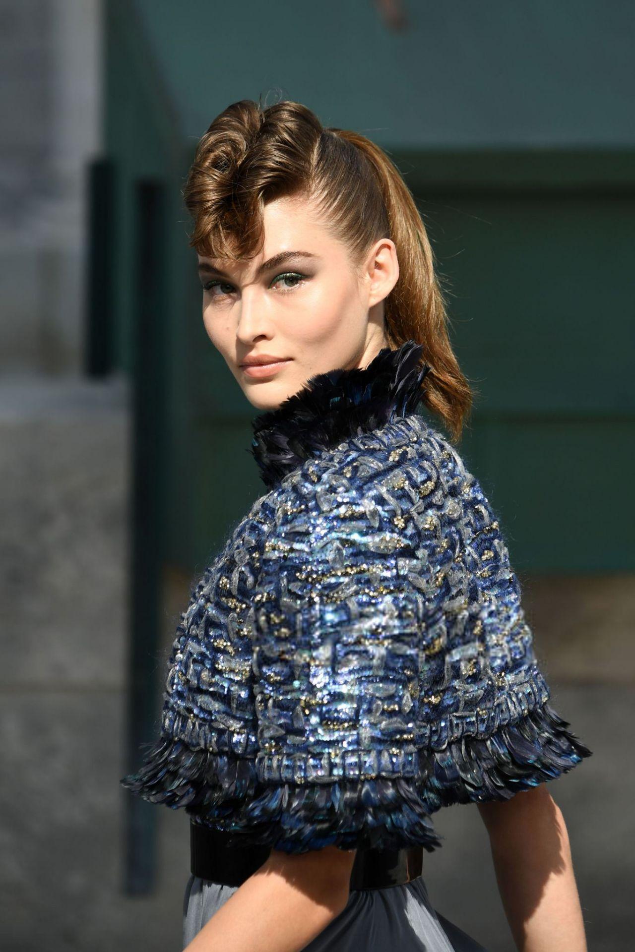 chanel elizabeth grace couture paris haute walking fw week fall winter