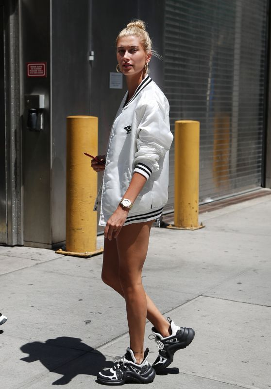 Hailey Baldwin Shows Off Her Legs in a Pair of Short Shorts in NYC