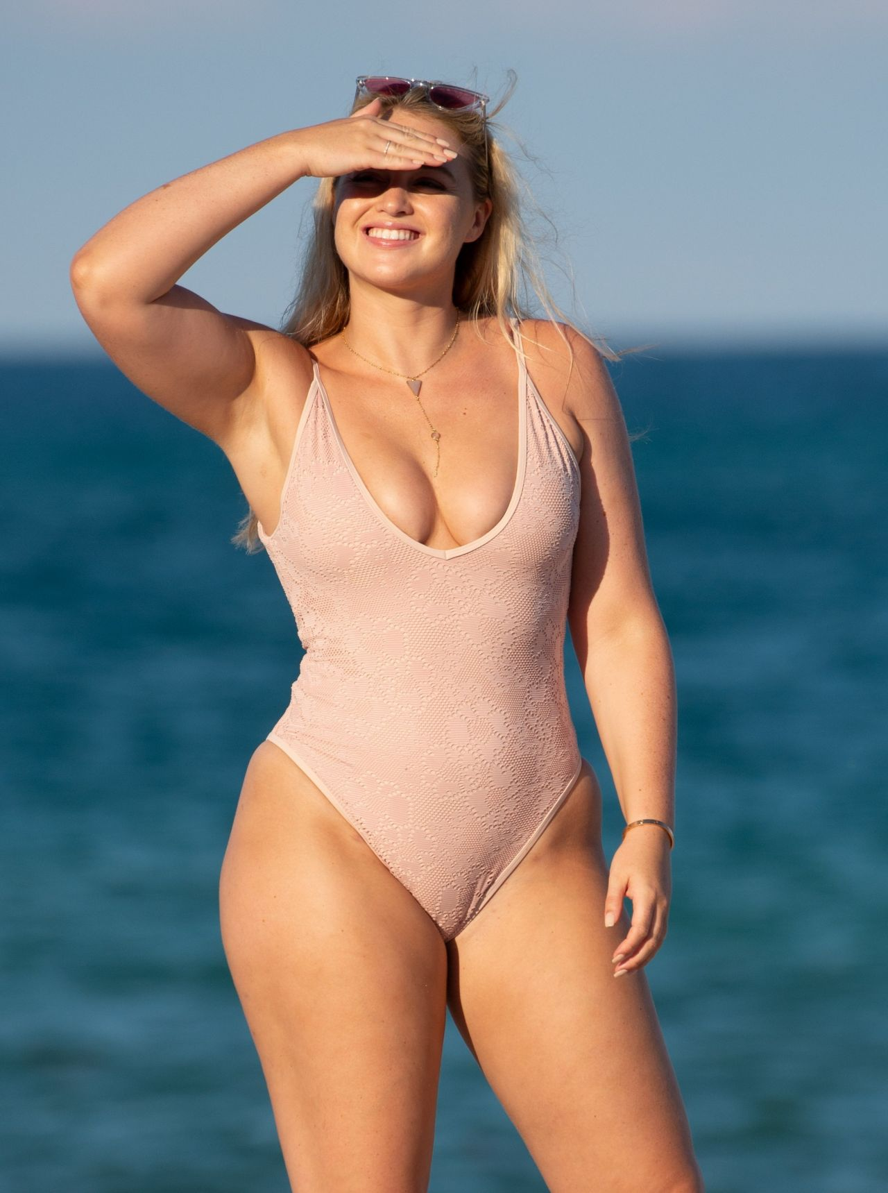 Iskra Lawrence Bikini Nude Photos 20