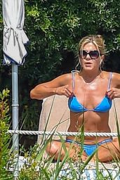 Jennifer Aniston in Bikini - Relaxes by the Pool in Portofino 07/22/2018