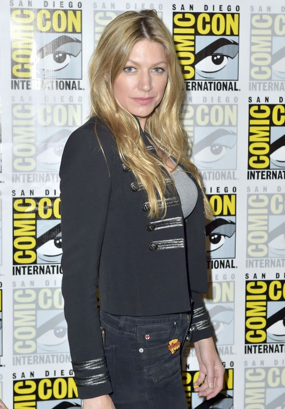 "Jes Macallan - ""Legends of Tomorrow"" 2018 San Diego Comic Con"