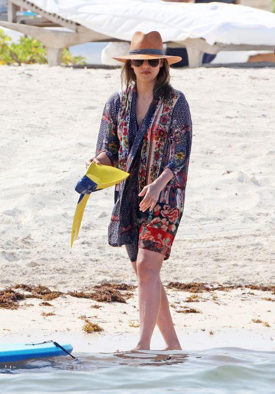 Jessica Alba on the Beach in Mexico 07/05/2018