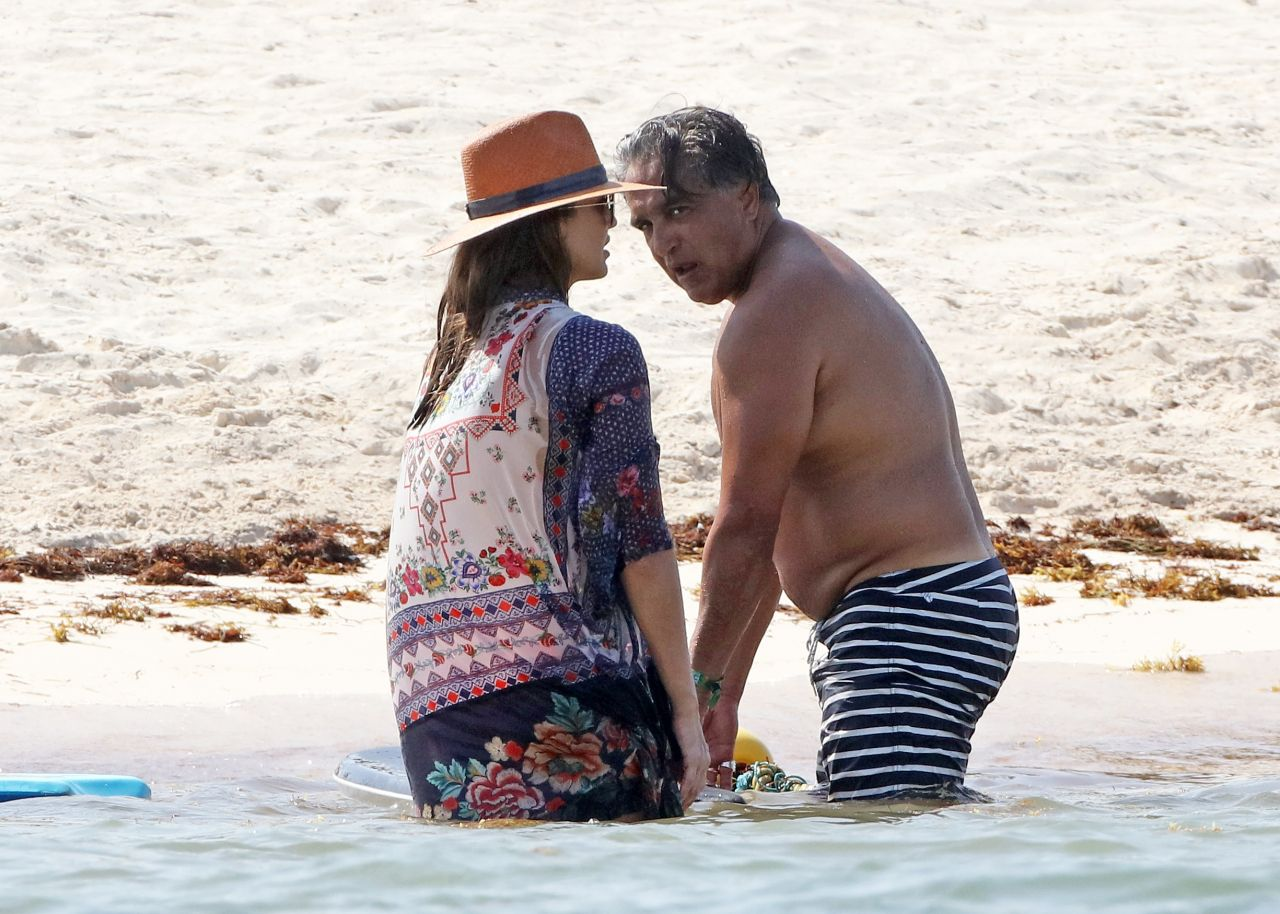 Jessica alba on the beach in mexico 07 05 2018 for Jessica alba beach pictures