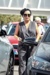 Jessie Wallace - Shopping in Tesco in North London 07/17/2018