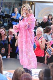 """Julia Michaels - Citi Concert Series on the """"TODAY"""" Show in NYC 07/27/2018"""