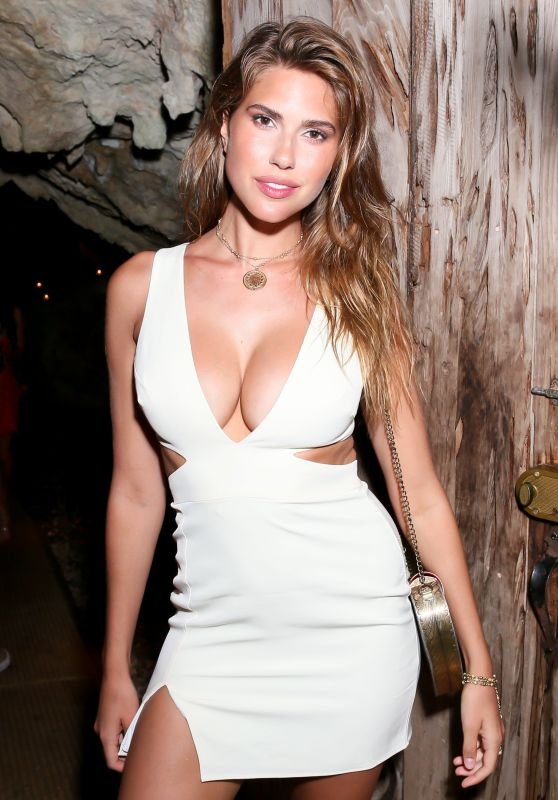 Kara Del Toro – #REVOLVEsummer Kick Off Party, Bermuda 07/13/2018