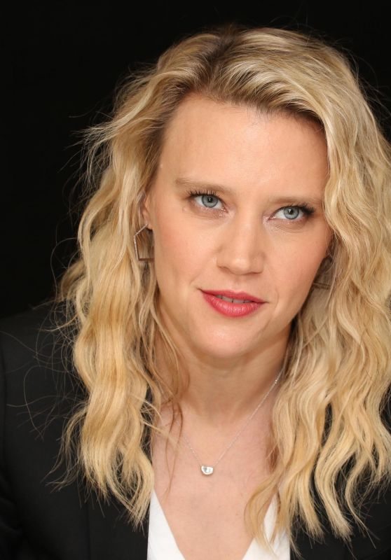 "Kate McKinnon - ""The Spy Who Dumped Me"" Press Conference Portraits in New York City"