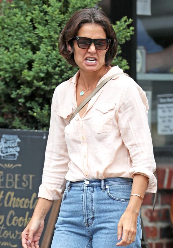 Katie Holmes Pulls Funny Faces - West Village, NYC 07/26/2018
