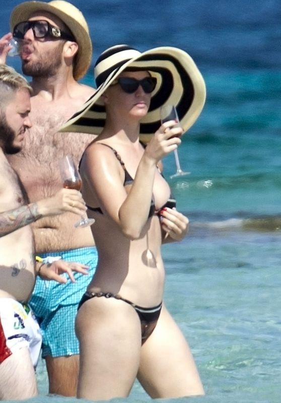 Katy Perry in Bikini on Board of a Luxury Yacht in Formentera 07/04/2018