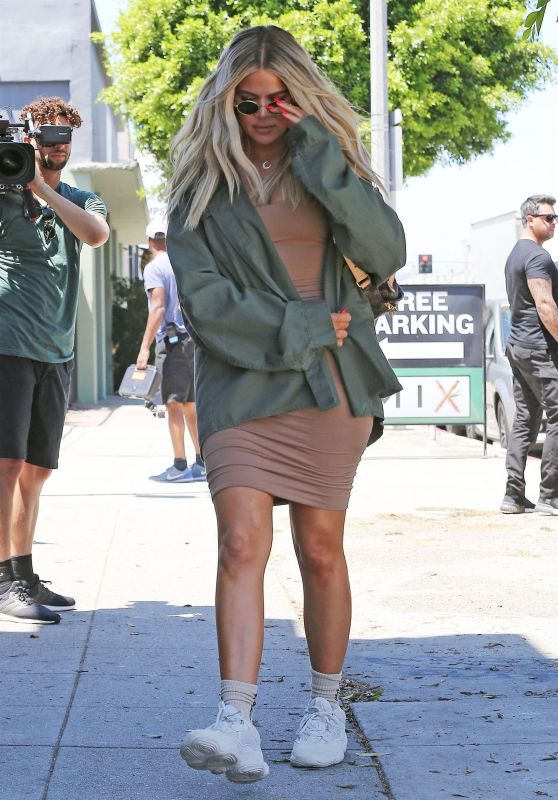 Khloe Kardashian – Outside an Art Studio in Los Angeles 07/23/2018