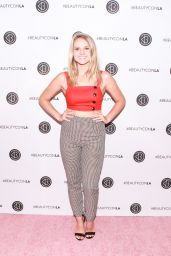 Lauren Suthers – Los Angeles Beautycon Festival 2018