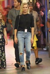 """Margot Robbie on the Set of """"Once Upon a Time"""" in Hollywood 07/25/2018"""