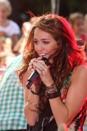 Miley Cyrus - Performs on Today Show in NYC 07/25/2018