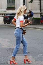 Mollie King Booty in Jeans - Out in Central London 07/15/2018