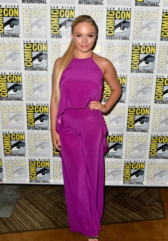 """Natalie Alyn Lind - """"The Gifted"""" Panel at SDCC 2018"""