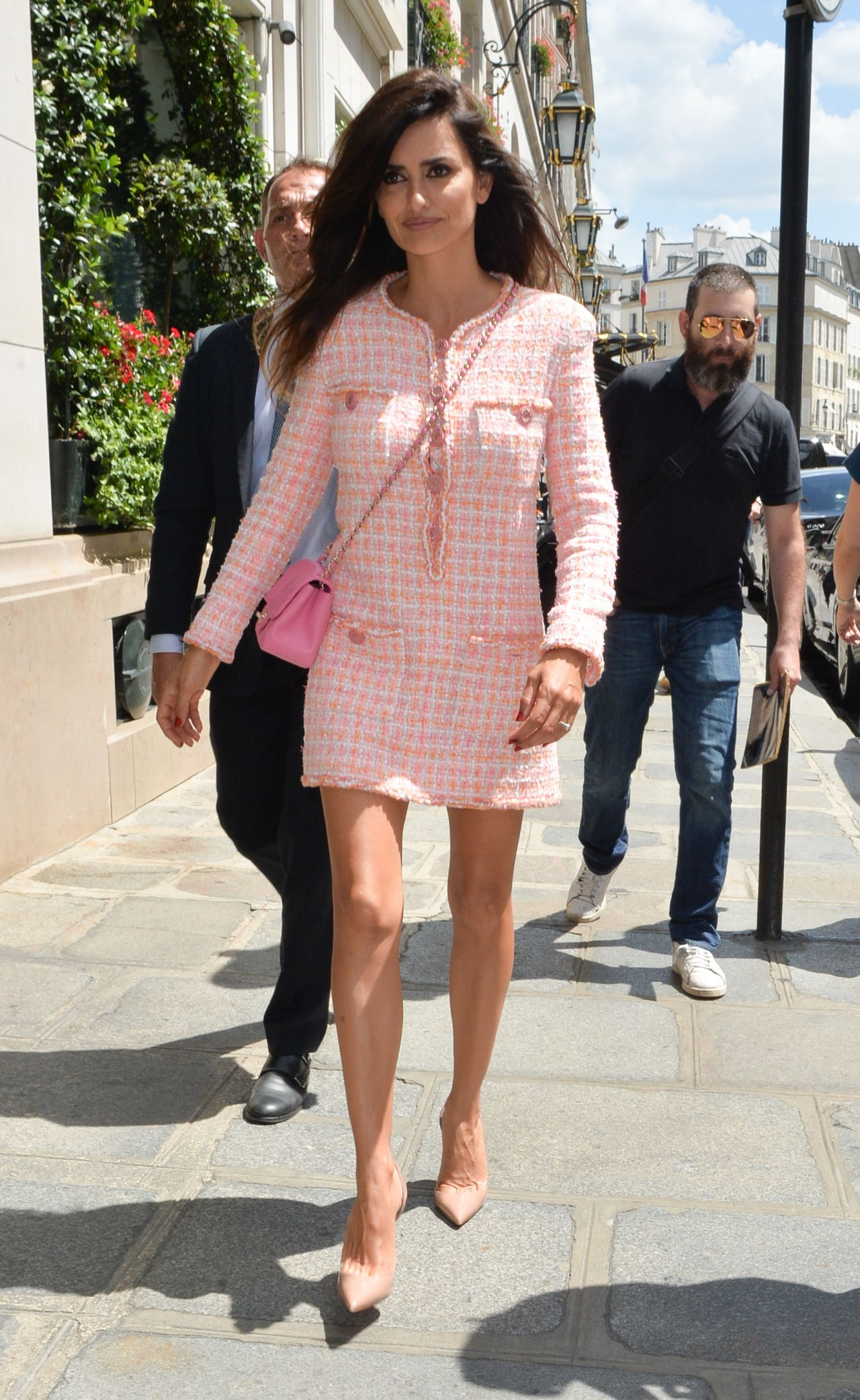 https://celebmafia.com/wp-content/uploads/2018/07/penelope-cruz-at-chanel-show-pfw-in-paris-07-03-2018-2.jpg