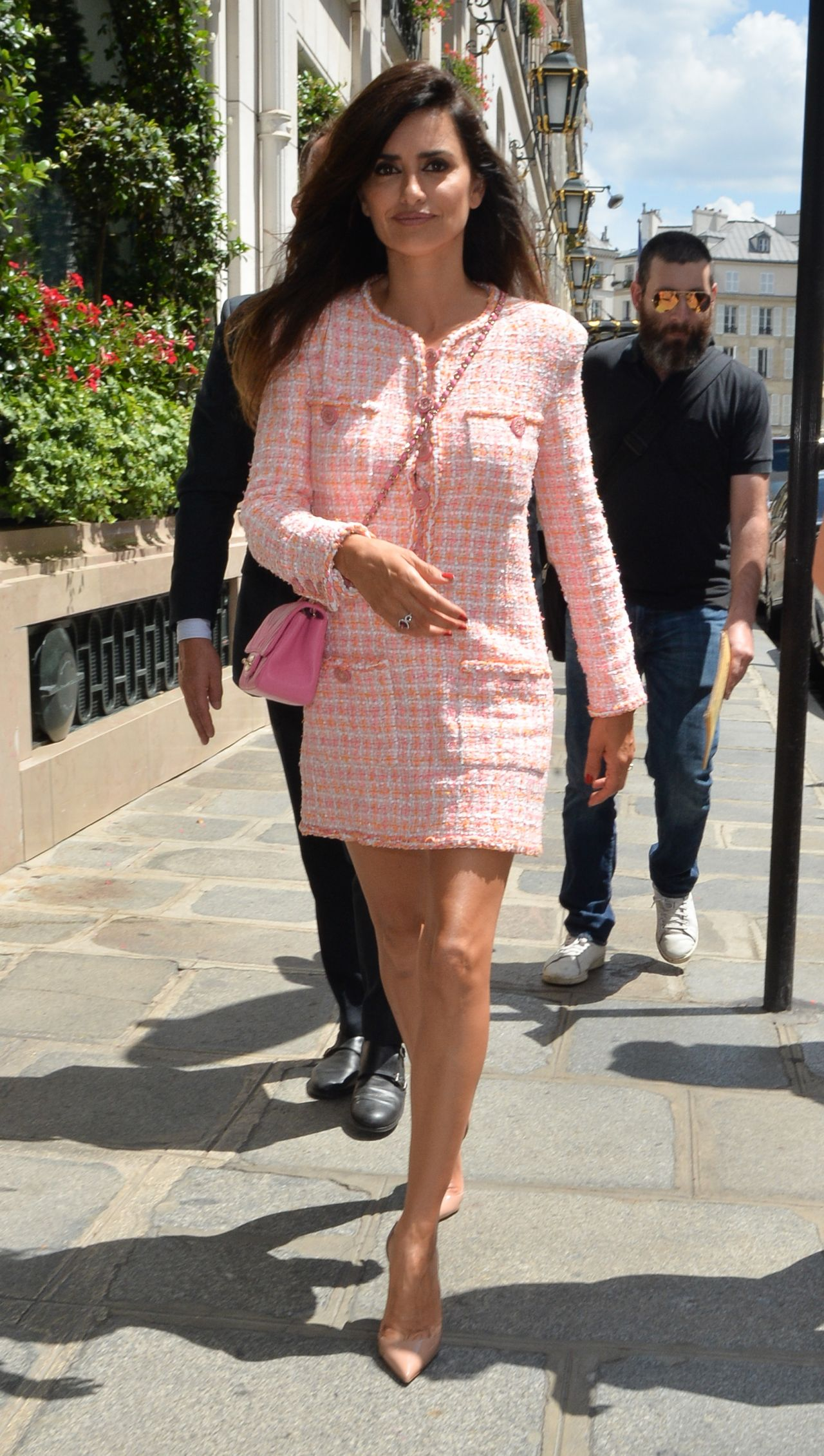 https://celebmafia.com/wp-content/uploads/2018/07/penelope-cruz-at-chanel-show-pfw-in-paris-07-03-2018-3.jpg