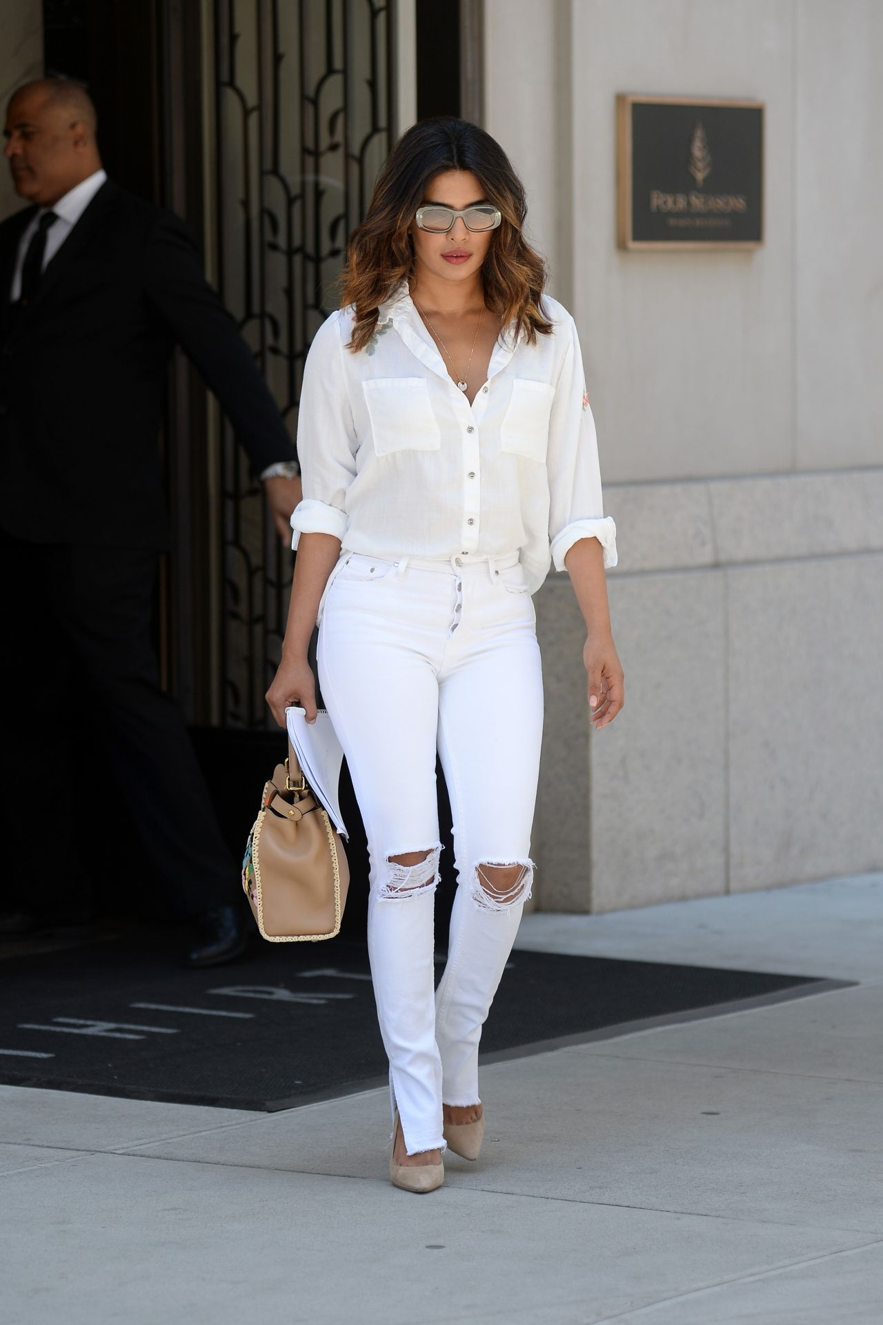 https://celebmafia.com/wp-content/uploads/2018/07/priyanka-chopra-in-all-white-in-new-york-city-07-05-2018-2.jpg